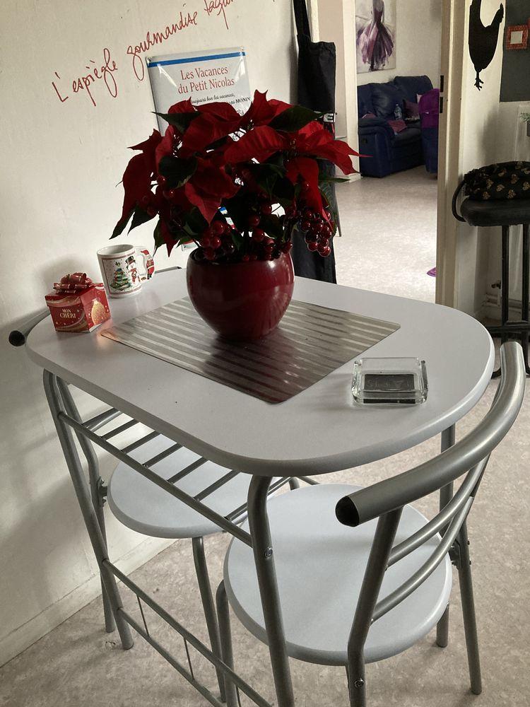 Table de cuisine avec 2 chaises  60 Thionville (57)