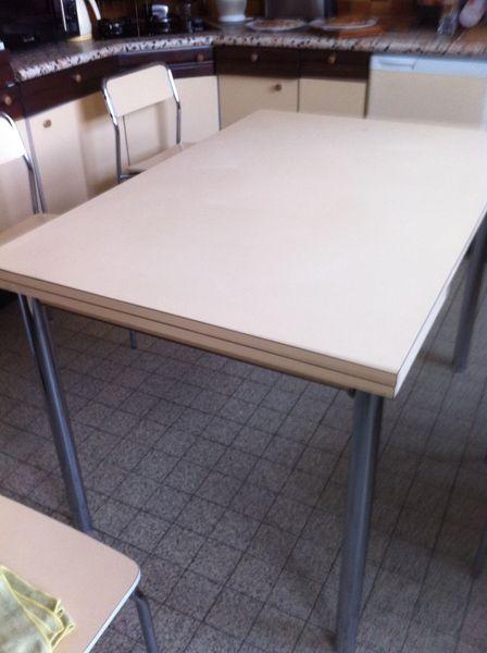 AV TABLE CUISINE + 6 CHAISES BE 180 Anglet (64)