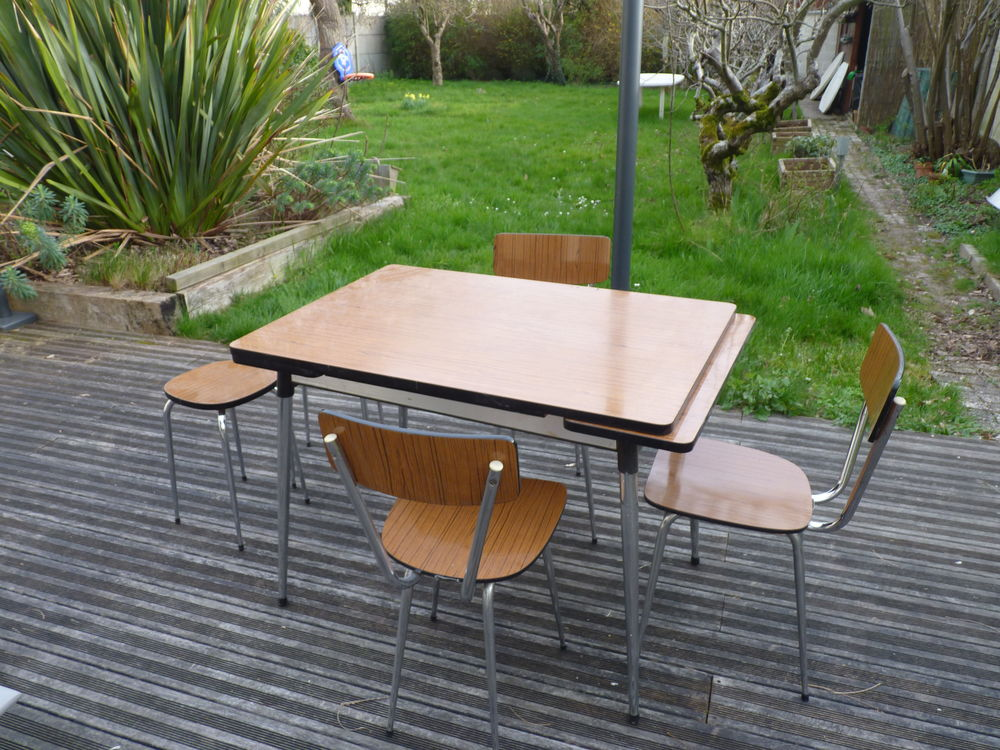 Table cuisine + chaises +tabourets 0 Angers (49)