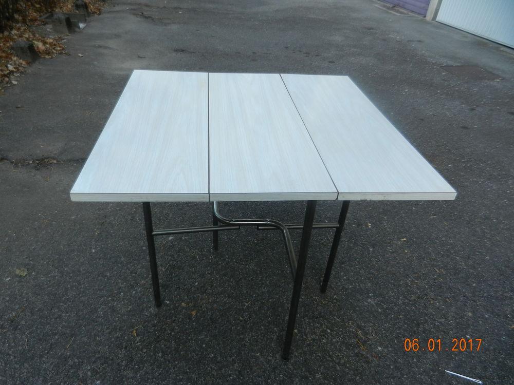 achetez table de cuisine occasion annonce vente grenoble 38 wb155180038. Black Bedroom Furniture Sets. Home Design Ideas