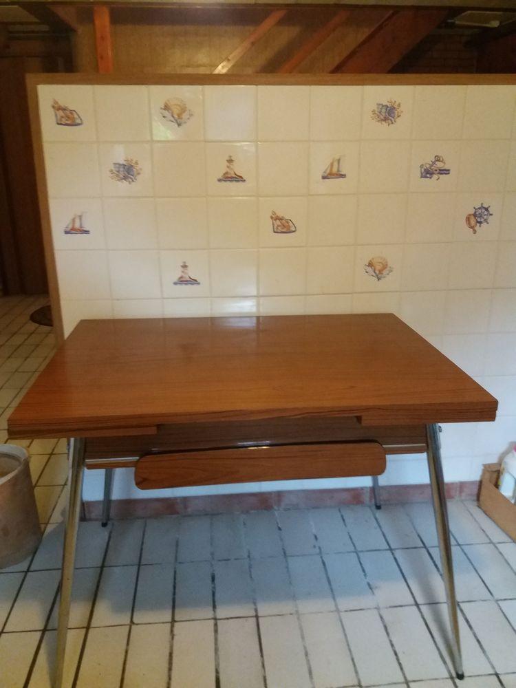 TABLE DE CUISINE EN FORMICA 50 La Capelle (02)