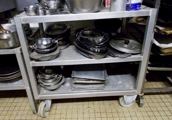 table de cuisine inox aluminium sur roulettes  350 Monflanquin (47)