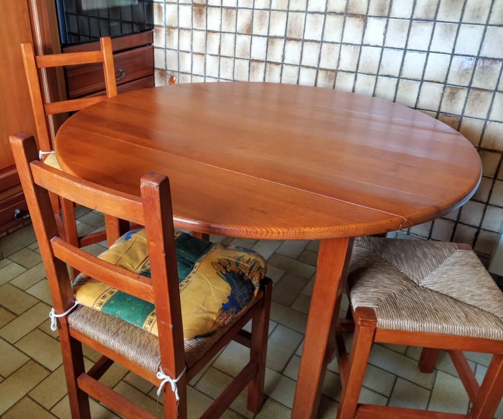 Table de cuisine merisier massif 2 chaises, 2 tabourets 120 Le Plessis-Pâté (91)