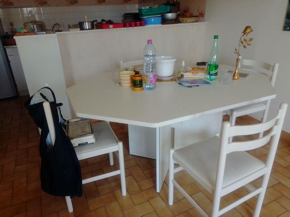 table de cuisine 6 a 8 pers. et 4 chaises 60 Saint-Sébastien-sur-Loire (44)