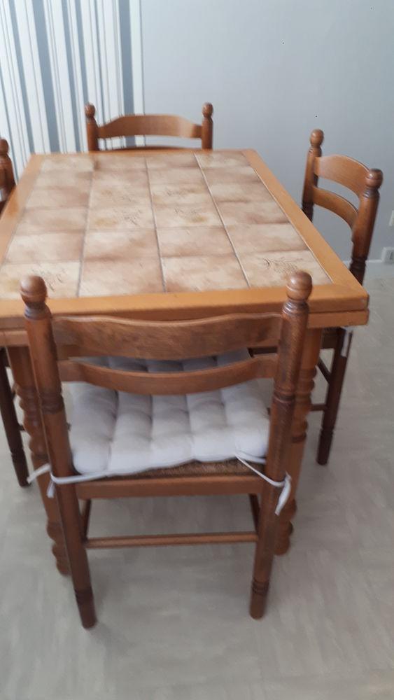table cuisine plateau carrele 4 chaises assises paille 50 Champagnole (39)
