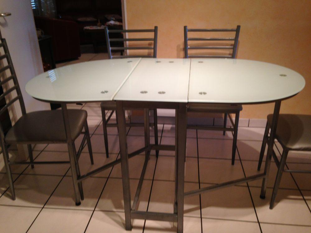une table cuisine plus 4 chaises 200 Dinan (22)