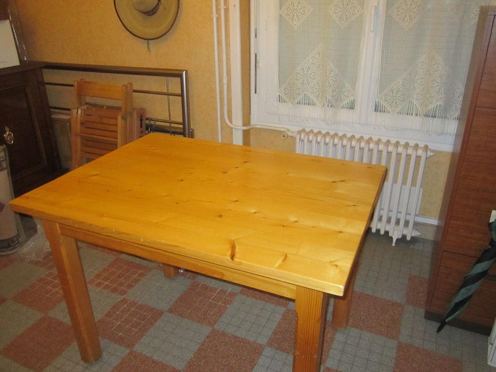 Table en  Pin  (Cuisine ou Terrasse) 45 Les Sables-d'Olonne (85)