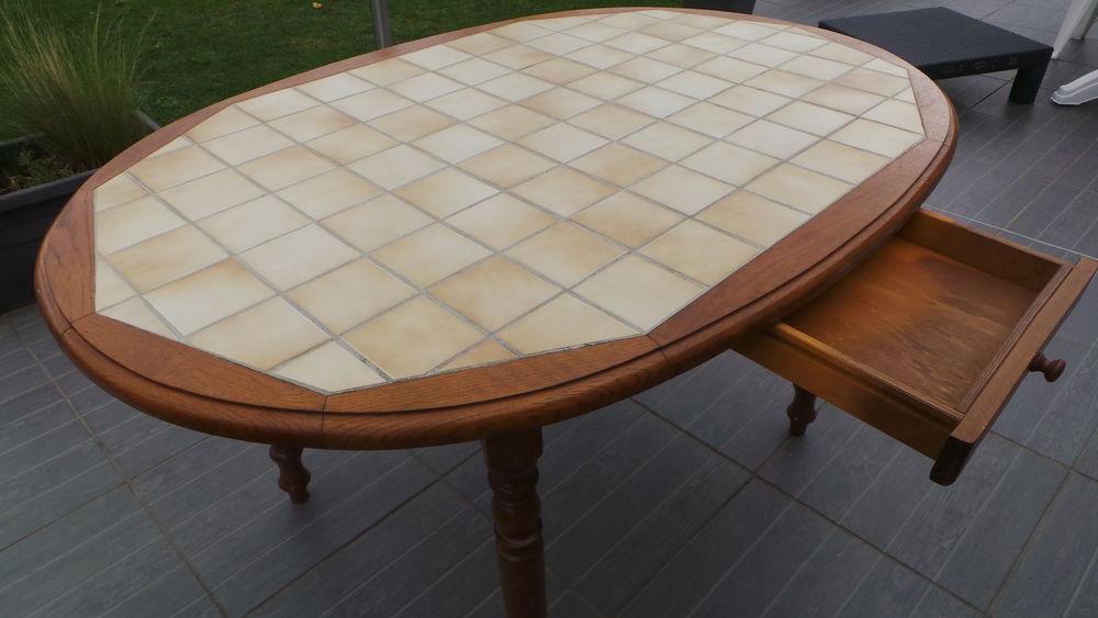 tables de cuisine occasion annonces achat et vente de tables de cuisine paruvendu mondebarras. Black Bedroom Furniture Sets. Home Design Ideas