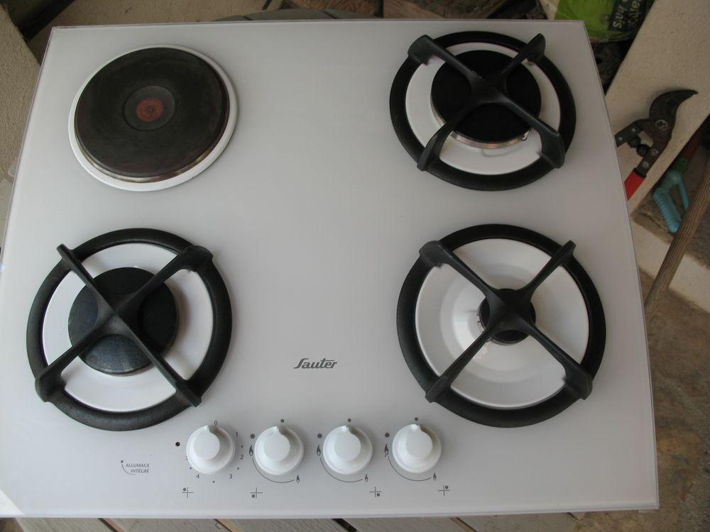 7cd26180902904 Table de cuisson mixte. Table de cuisson dessus verre blanc 3 feux gaz  bouteille 1 plaque electrique ...