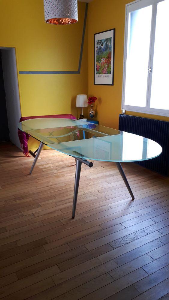 meubles design occasion bordeaux 33 annonces achat et vente de meubles design paruvendu. Black Bedroom Furniture Sets. Home Design Ideas