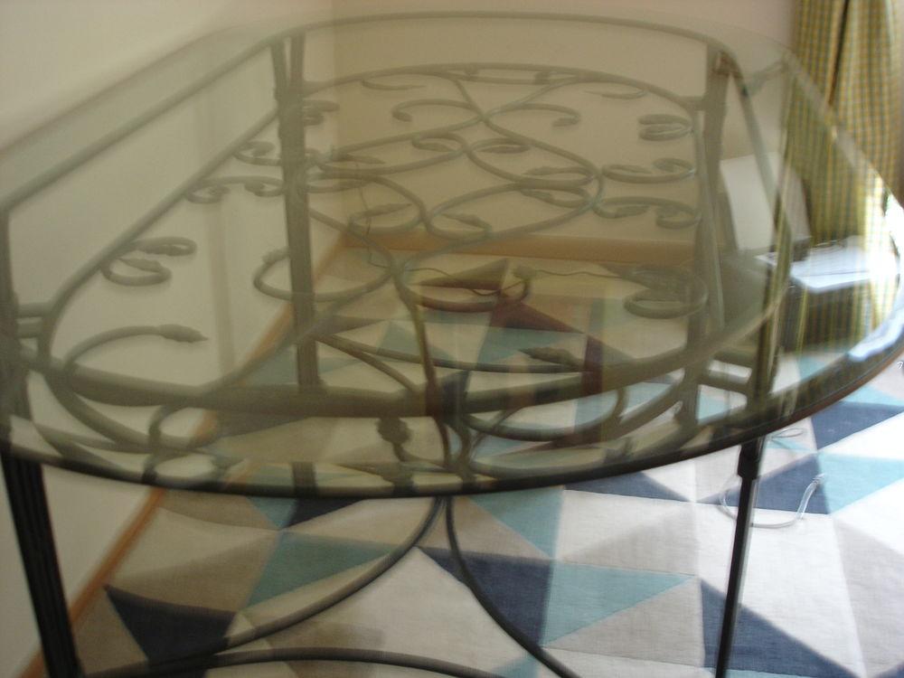 TABLE DESSUS VERRE SOCLE FER FORGER 500 Manneville-sur-Risle (27)