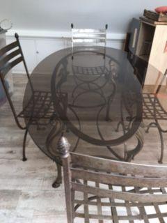 TABLE EN FER DESSUS VERRE  PLUS 4 CHAISES 0 Esquay-sur-Seulles (14)