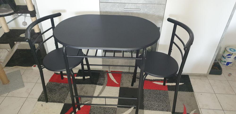 Table et deux chaises  60 Aubagne (13)