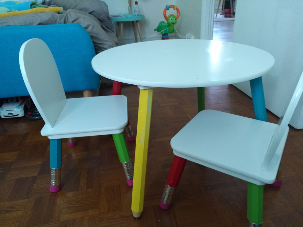 Table Enfant Chaises Pieds Crayons Colores