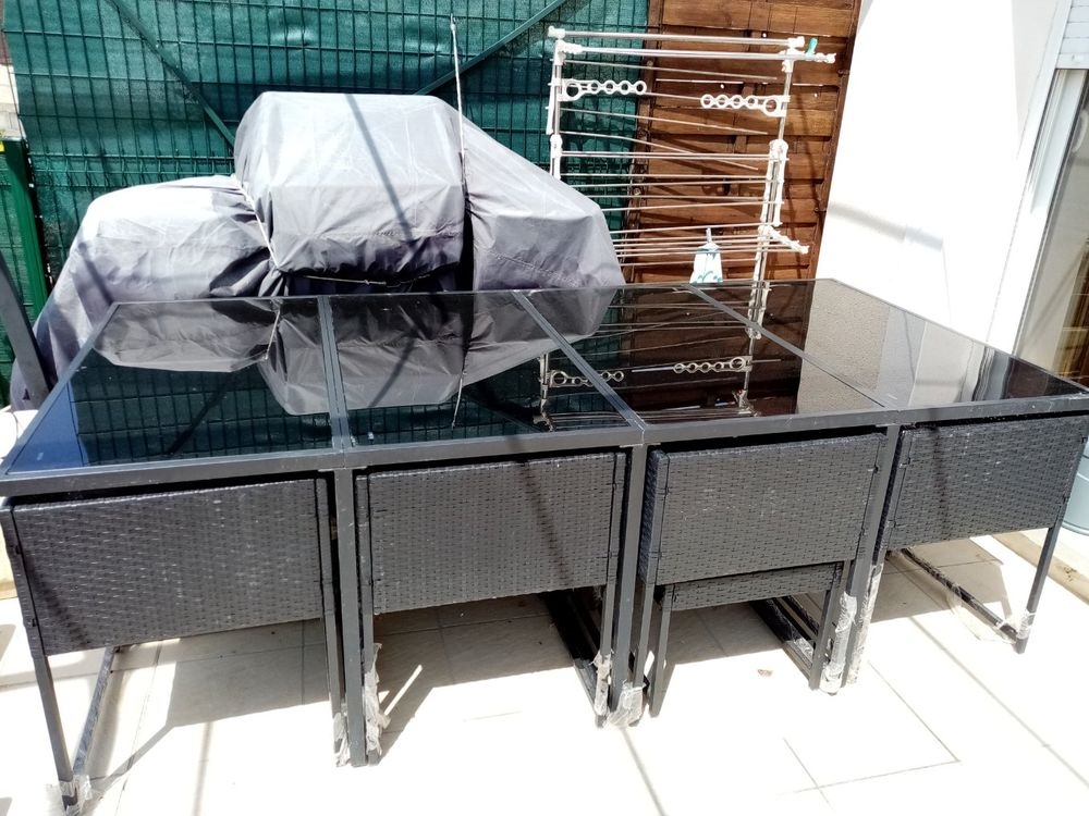 TABLE  EXTERIEURE AVEC FAUTEUILS 500 Servian (34)