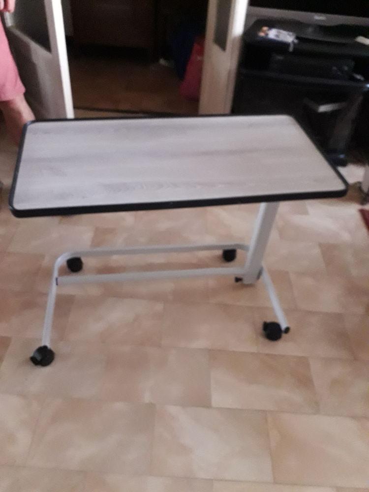 Table de lit ou fauteuil  40 Toulon (83)