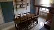 TABLE FERME ANCIENNE 6 CHAISES ETAGERES SUPPORT MURAL