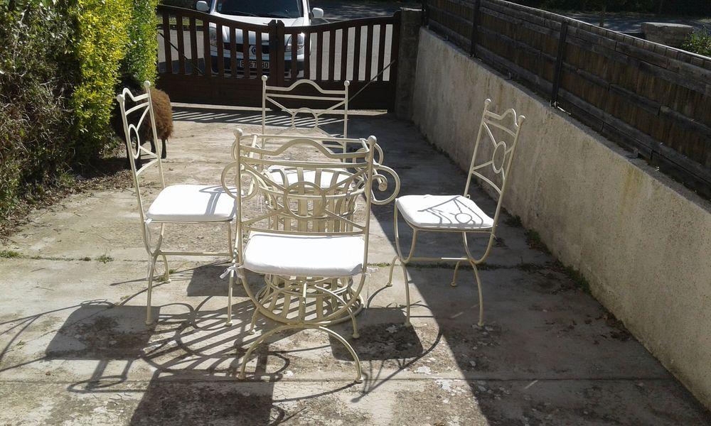 Table en fer forgé avec 4 chaises 180 Saint-Cast-le-Guildo (22)