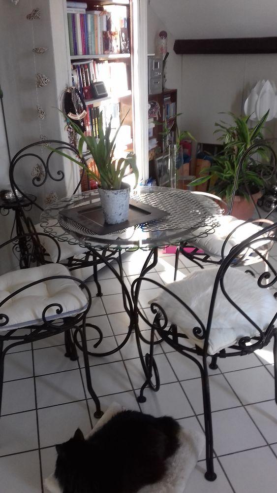 table en fer forgé  + 4 chaises 0 Melun (77)