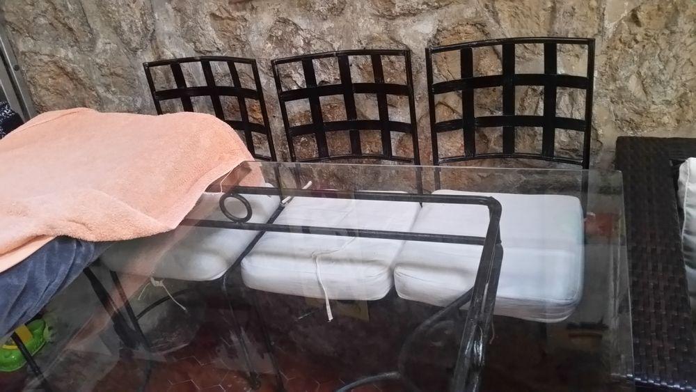 Table fer forgé et ses 4 chaises TBE 150 Beausoleil (06)