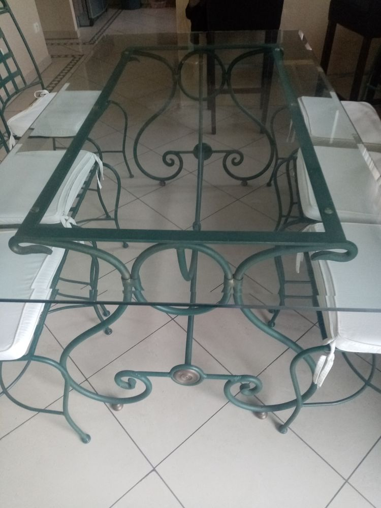 Table en fer forgé et ses 6 chaises  600 Beauchamp (95)