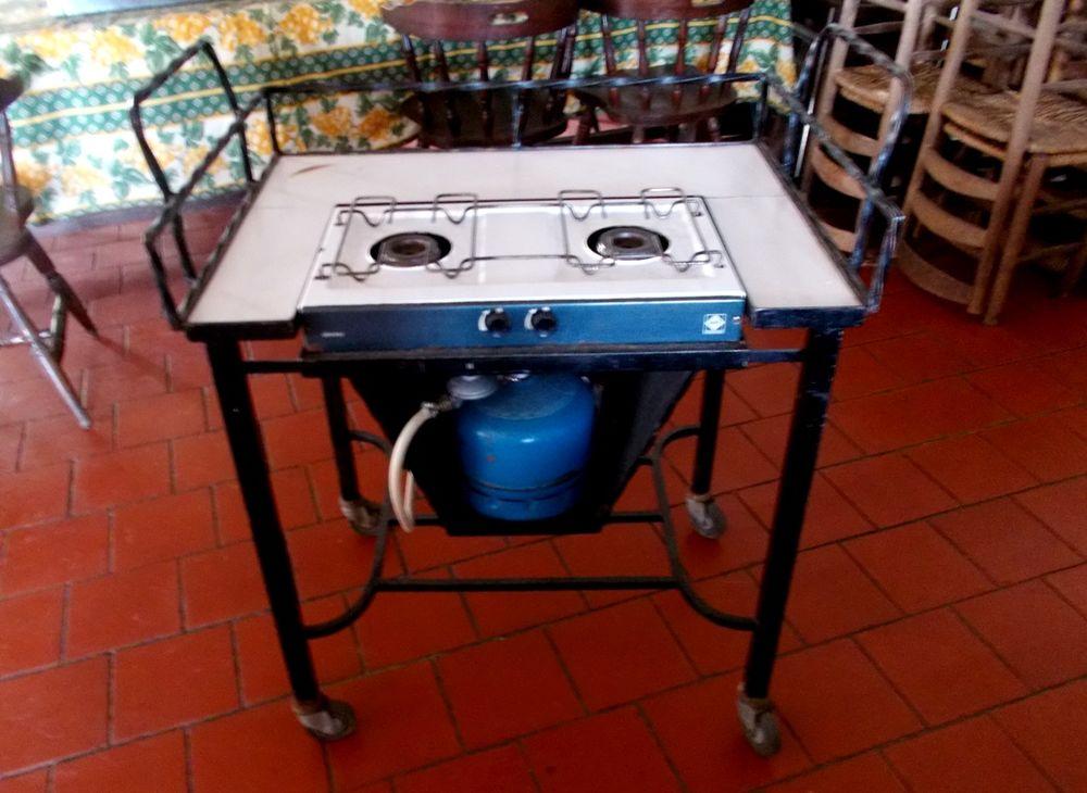 Table à gaz en Fer Forgé faite sur mesure 1960  roulettes 500 Monflanquin (47)