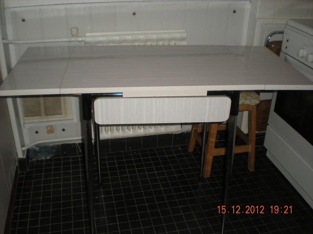 Table formica blanc, bon état; 60 Maisons-Laffitte (78)