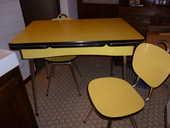 Table en formica jaune et les 4 chaises assorties  0 Carcassonne (11)