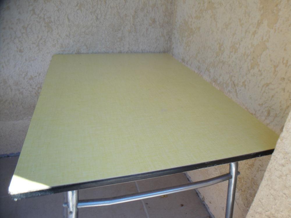 TABLE FORMICA  VINTAGE  150 Valréas (84)