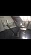 Table haute en acier et chaises hautes  Beauchamp (95)