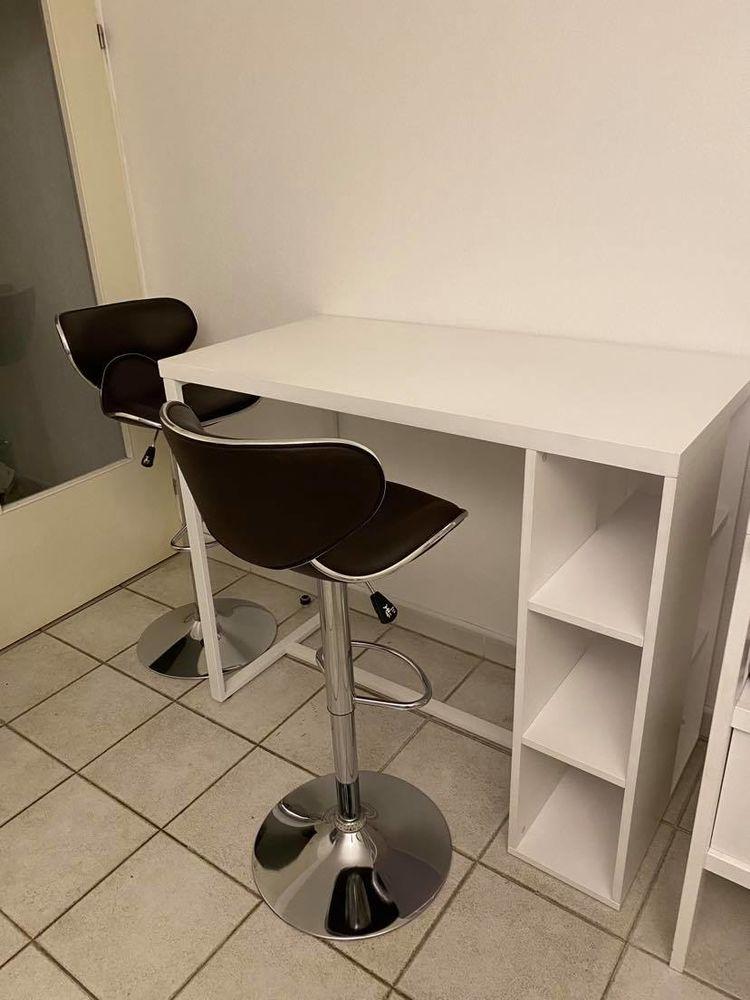 Table haute Maisons du Monde + 2 chaises bar Conforama 200 Marseille 8 (13)