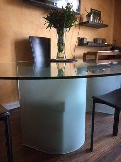 table haute ovale en verre roche bobois meubles