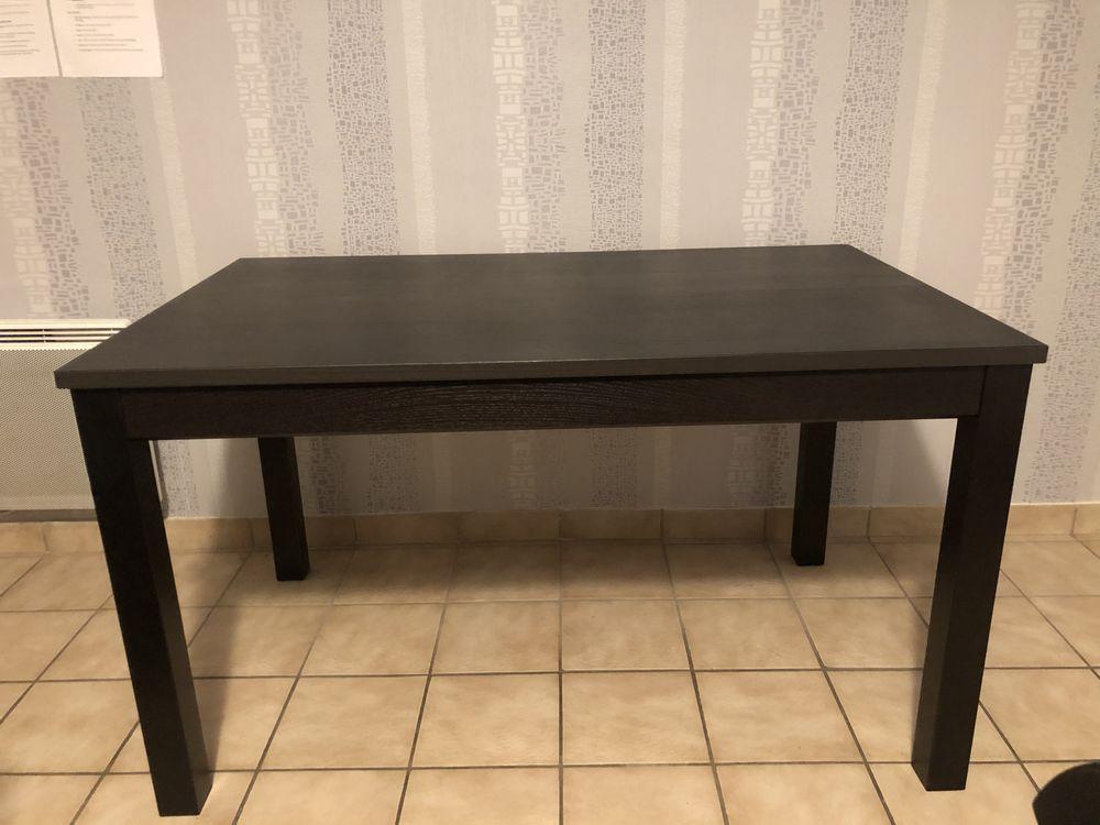 Table IKEA noir + 2 chaises  90 Tremblay-en-France (93)