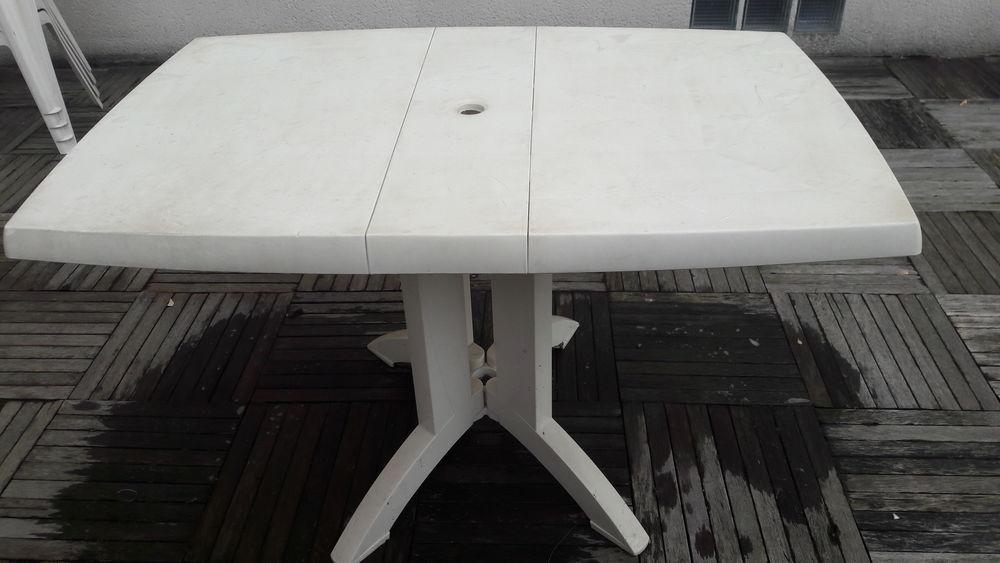 Table de jardin blanche 15 Champs-sur-Marne (77)