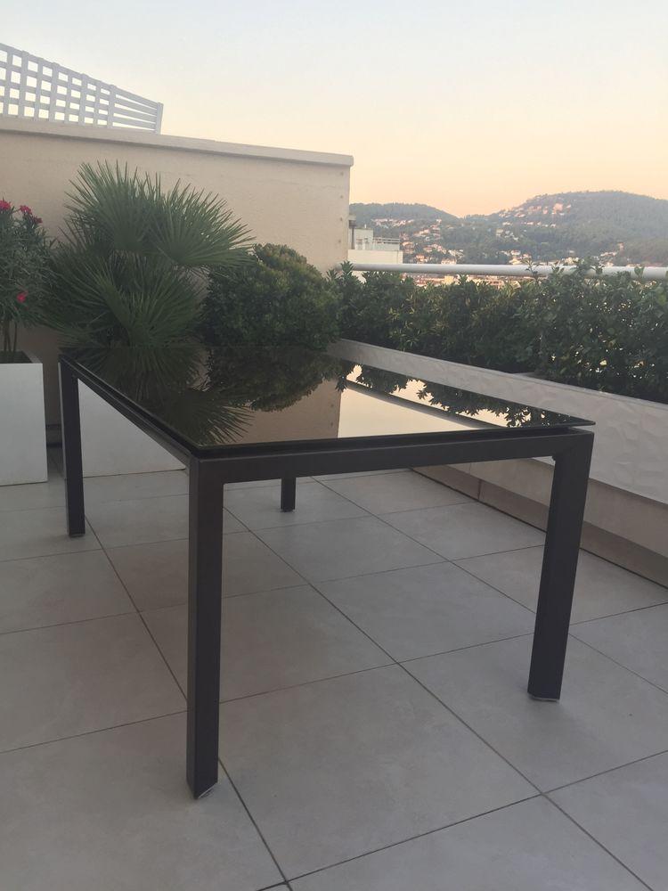 table de jardin plateau verre marron  148 Hyères (83)