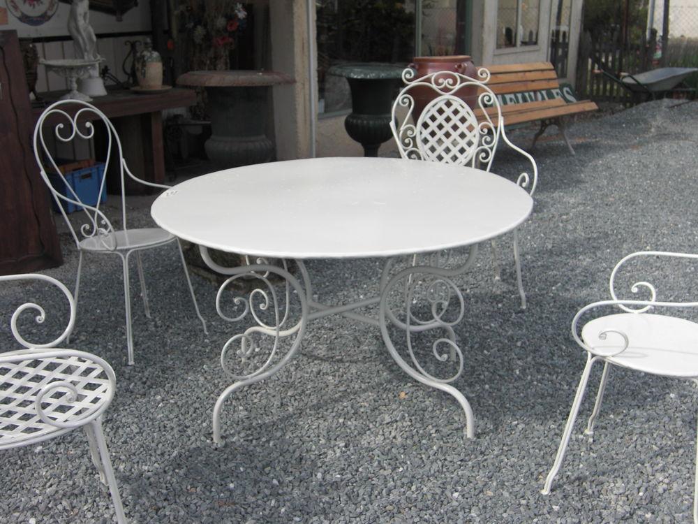 Table de Jardin en fer plein 329 Château-l'Évêque (24)