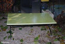 Table en lave émailler vert pomme.  730 Avignon (84)
