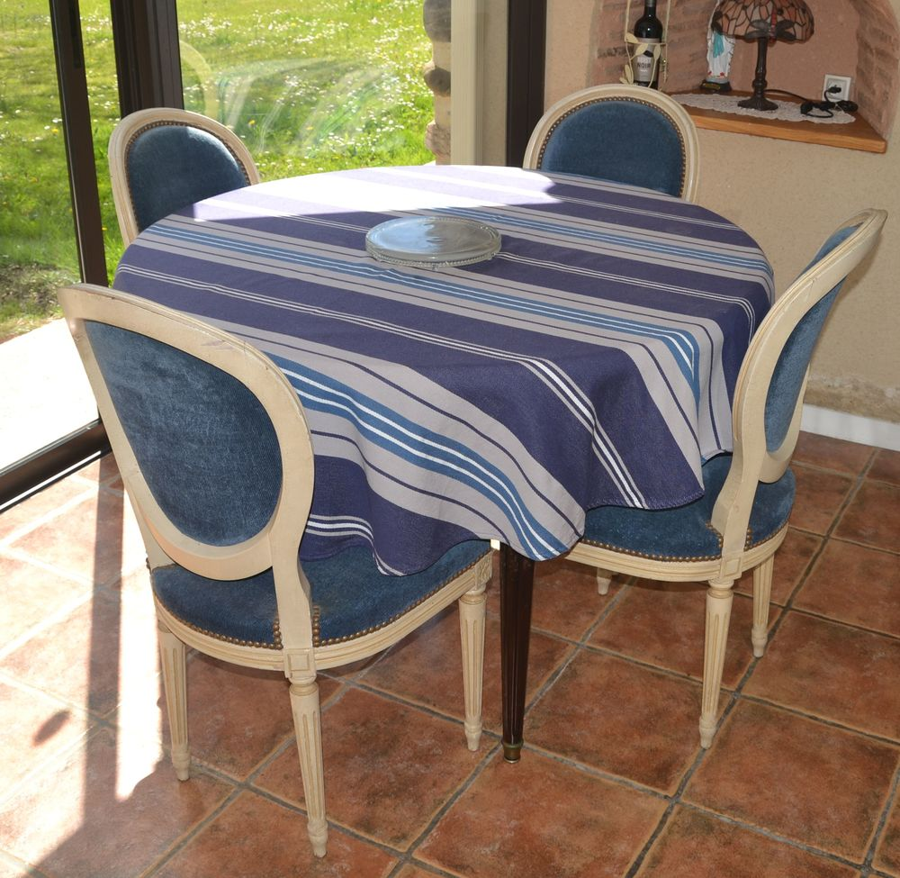 table louis XV avec 4 chaises en acajou 350 Soumoulou (64)