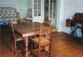 table s.à manger anciennes et ses 4 chaises  200 La Tremblade (17)