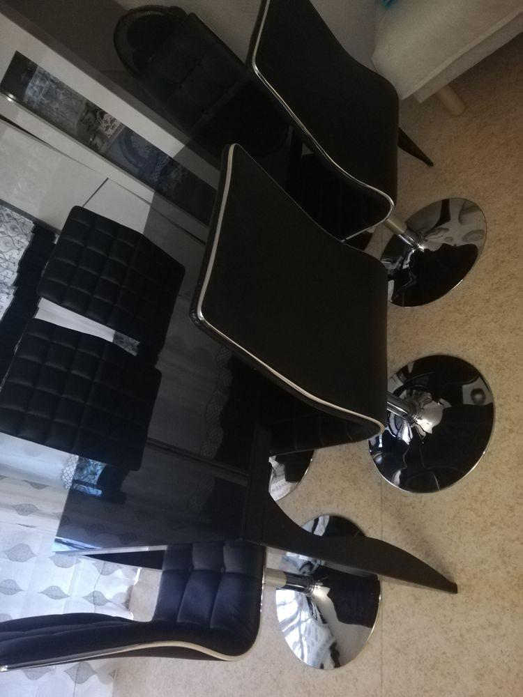 Table à manger avec chaises  390 Vincennes (94)