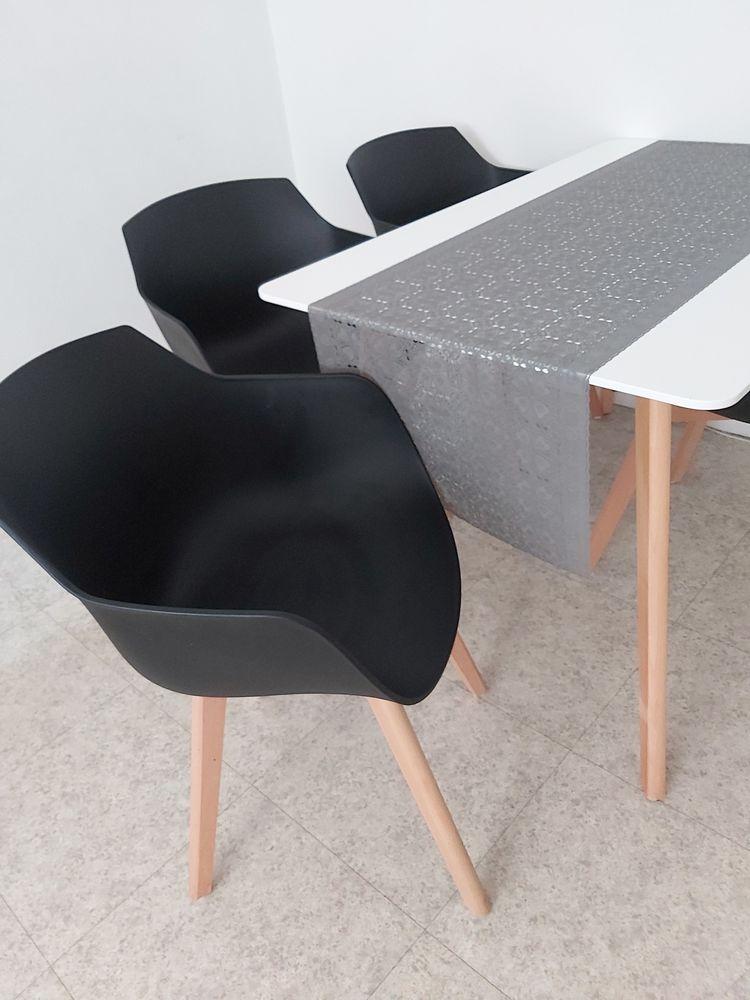 Table a manger avec 4 chaises  200 Villiers-le-Bel (95)