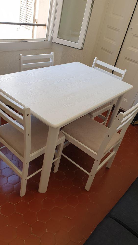 Table a manger + 4 chaises  180 Toulon (83)