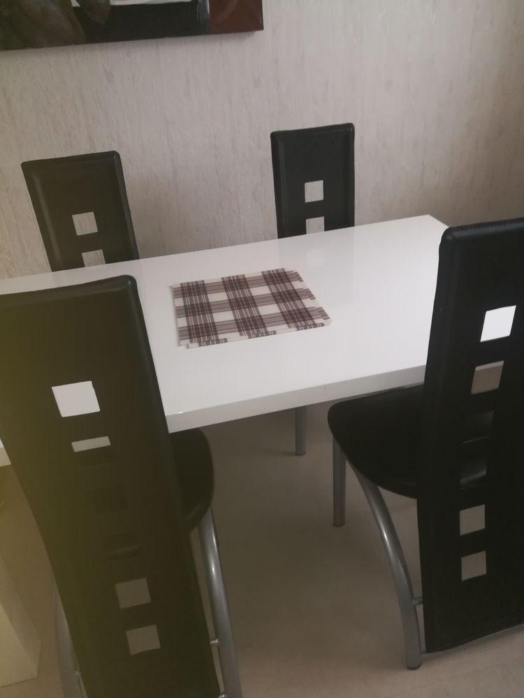 Table à manger et chaises 0 Saint-Jean-de-la-Ruelle (45)