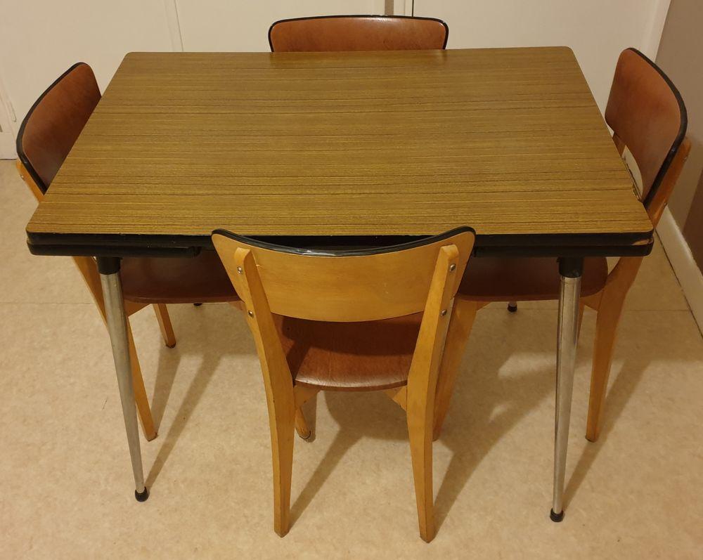 Table à manger   chaises en cuir 1350 Charleville-Mézières (08)