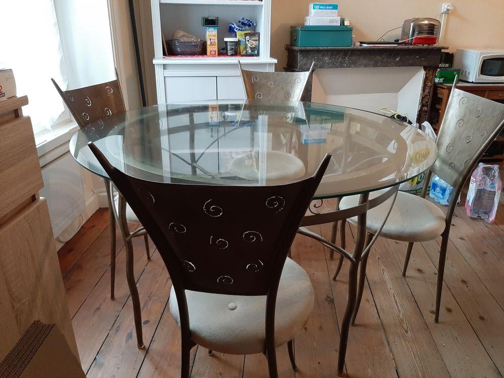Table à manger et 4 chaises  80 Saint-Brieuc (22)