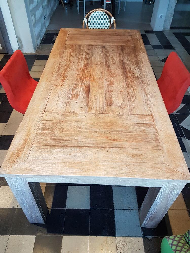 Table à manger 8/10 couverts 490 Lunel (34)