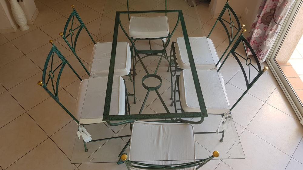 Table à manger 6/8 personnes fer forgé et plateau verre  750 Fontenilles (31)