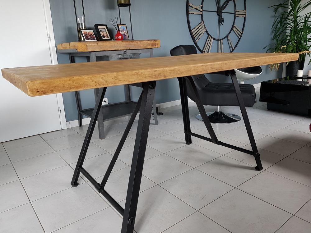 Table à manger style Industrielle chêne massif et acier. Meubles