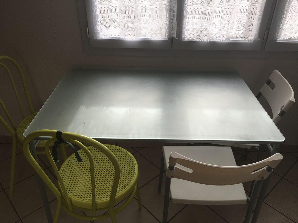table à manger ( verre) 40 Collonges-sous-Salève (74)