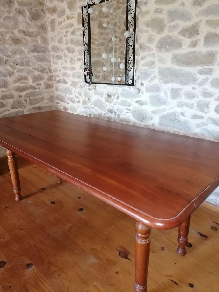 TABLE EN MERISIER  0 Castets-en-Dorthe (33)